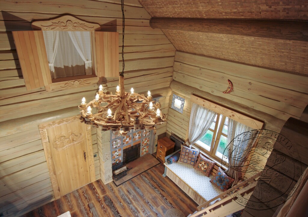 Внутренний дизайн из деревянных срезов